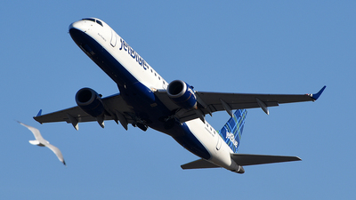 A picture of N296JB - Embraer E190AR - JetBlue Airways - © Rocky Wang
