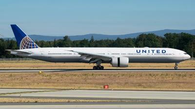 N2135U - Boeing 777-322ER - United Airlines