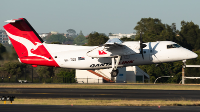A picture of VHTQS - De Havilland Canada Dash 8200 - Qantas - © Gus Fuller