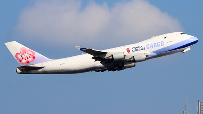 A picture of B18725 - Boeing 747409(F) - China Airlines - © Chow Kin Hei - AHKGAP