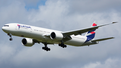 PT-MUE - Boeing 777-32WER - LATAM Airlines