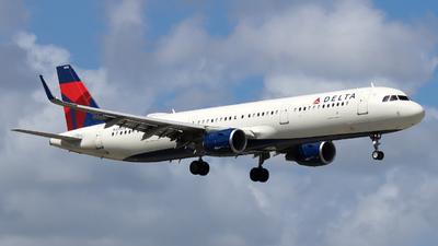 A picture of N322DN - Airbus A321211 - Delta Air Lines - © Xiamen Air 849 Heavy