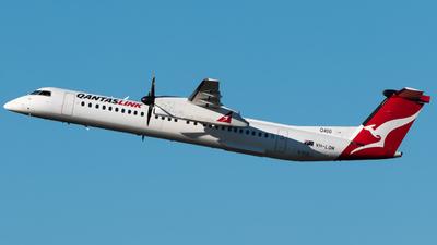 A picture of VHLQM - De Havilland Canada Dash 8400 - Qantas - © Gus Fuller