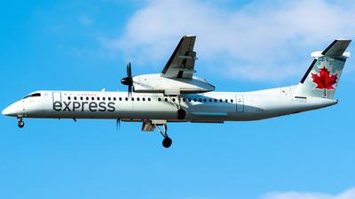 A picture of CFSRZ - De Havilland Canada Dash 8400 - Air Canada - © Derek MacPherson