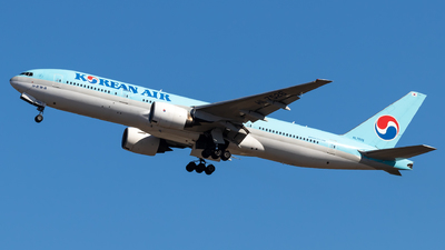 A picture of HL7526 - Boeing 7772B5(ER) - Korean Air - © Lorenzo Varin - AirTeamImages