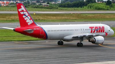 PR-MHU - Airbus A320-214 - TAM Linhas Aéreas