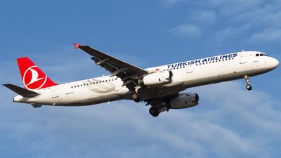 A picture of TCJML - Airbus A321231 - Turkish Airlines - © Furkan Borakazi
