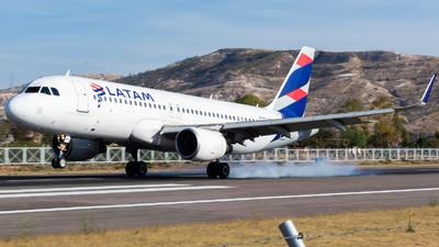 CC-BFO - Airbus A320-214 - LATAM Airlines