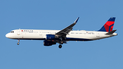 A picture of N310DN - Airbus A321211 - Delta Air Lines - © Oliver Richter