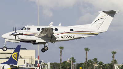 N7779V - Beechcraft B200 Super King Air - Private