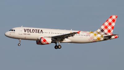 EC-NOM - Airbus A320-214 - Volotea
