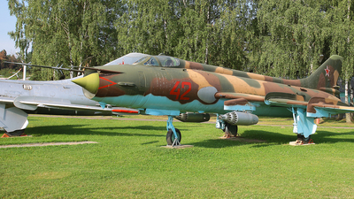 42 - Sukhoi Su-17 Fitter - Soviet Union - Air Force