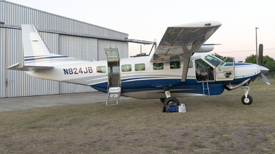 A picture of N824JB - Cessna 208B Grand Caravan - [208B5272] - © Ezequiel Arpajou