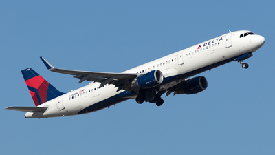 A picture of N328DN - Airbus A321211 - Delta Air Lines - © Yixin Chen