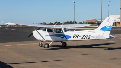 A picture of VHZHQ - Cessna 172S Skyhawk SP - [172S12322] - © LU YUN
