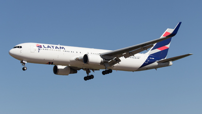 A picture of CCCWF - Boeing 767316(ER) - LATAM Airlines - © Luis Rubilar Saldaño