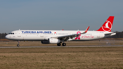 A picture of TCJTK - Airbus A321231 - Turkish Airlines - © Bianca Renz