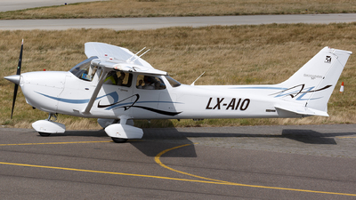 LX-AIO - Cessna 172S Skyhawk SP - Private