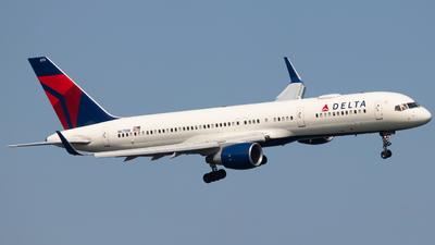 N6711M - Boeing 757-232 - Delta Air Lines
