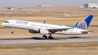 A picture of N14107 - Boeing 757224 - United Airlines - © HA-KLS