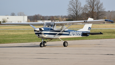 N2922S - Cessna 150G - Private