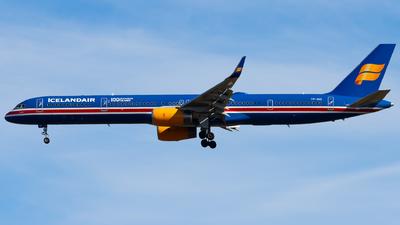 A picture of TFISX - Boeing 7573E7 - Icelandair - © Alexander Jeglitsch