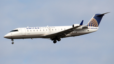 A picture of N436AW - Mitsubishi CRJ200LR - United Airlines - © Huy Do