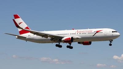 A picture of OELAZ - Boeing 7673Z9(ER) - Austrian Airlines - © Sean Brink