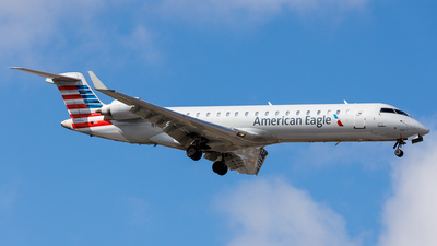 A picture of N703SK - Mitsubishi CRJ701ER - American Airlines - © Martin Pinnau