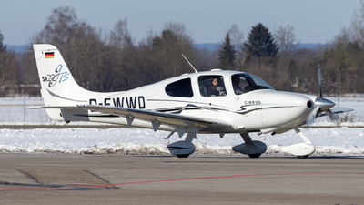 D-EWWD - Cirrus SR22-GTS - Private
