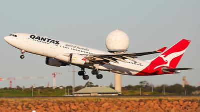 VH-EBC - Airbus A330-201 - Qantas