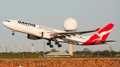 A picture of VHEBC - Airbus A330202 - Qantas - © Mark H