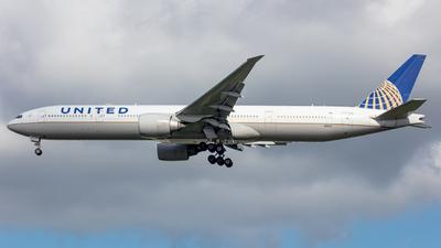 A picture of N2135U - Boeing 777322(ER) - United Airlines - © yukikerori