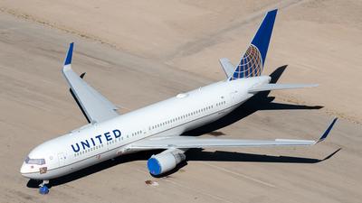 N685UA - Boeing 767-3CB(ER) - United Airlines