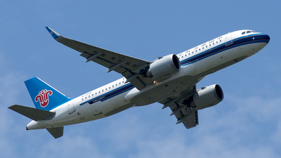 A picture of B305D - Airbus A320251N - China Southern Airlines - © XPHNGB