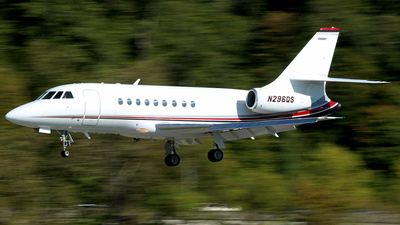 A picture of N296QS - Dassault Falcon 2000 - NetJets - © Huy Do