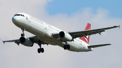 A picture of BHTF - Airbus A321231 - Cathay Dragon - © cmqmc