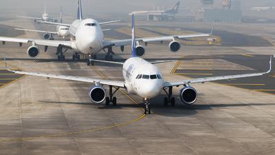 A picture of VTGOL - Airbus A320214 - Go Air - © Akshay M