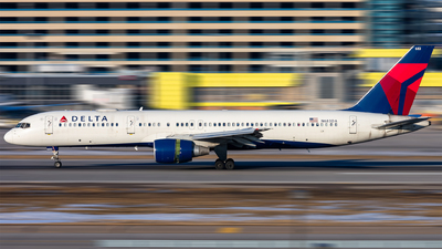 A picture of N683DA - Boeing 757232 - Delta Air Lines - © Mateo Skinner