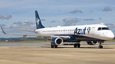 A picture of PRAUK - Embraer E195AR - Azul Linhas Aereas - © gabriel_aqa