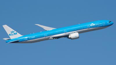 A picture of PHBVR - Boeing 777306(ER) - KLM - © Ricardo de Vries