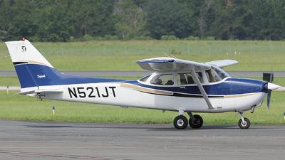 A picture of N521JT - Cessna 172S Skyhawk SP - [172S8013] - © Orlando Suarez
