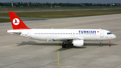 TC-JLE - Airbus A320-214 - Turkish Airlines