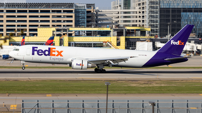 A picture of N273FE - Boeing 767300F(ER) - FedEx - © xuxinyi1000