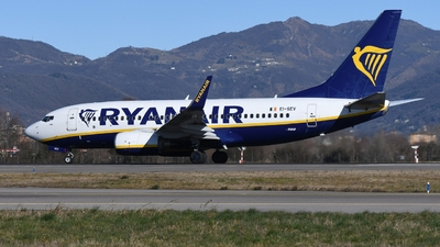 A picture of EISEV - Boeing 73773S - Ryanair - © muma