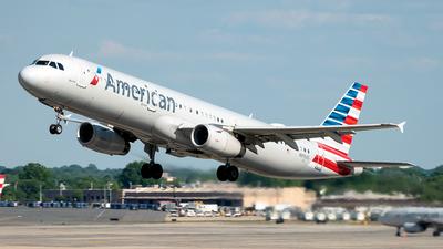 N915US - Airbus A321-231 - American Airlines