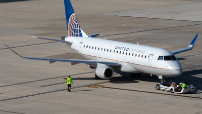 A picture of N87302 - Embraer E175LR - United Airlines - © Luke Ayers