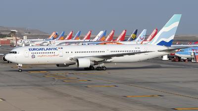 A picture of CSTSV - Boeing 76734P(ER) - EuroAtlantic Airways - © Leandro Hdez