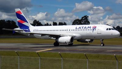 A picture of CCBAM - Airbus A320232 - LATAM Airlines - © Daniel Rios P