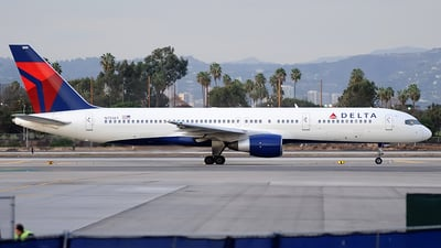 N751AT - Boeing 757-212 - Delta Air Lines